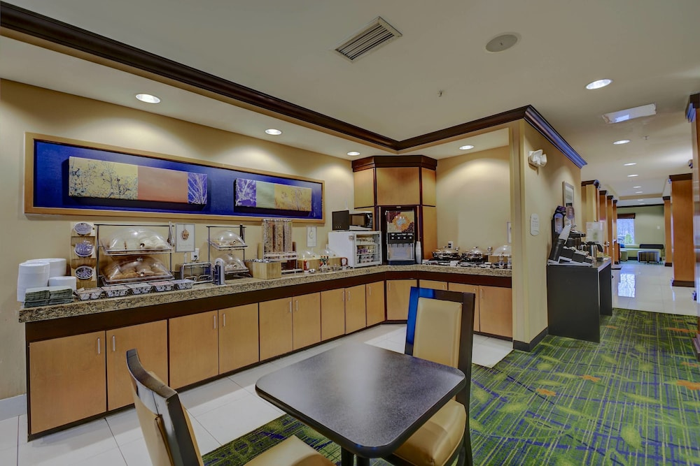 Restaurant, Fairfield Inn & Suites by Marriott Worcester Auburn