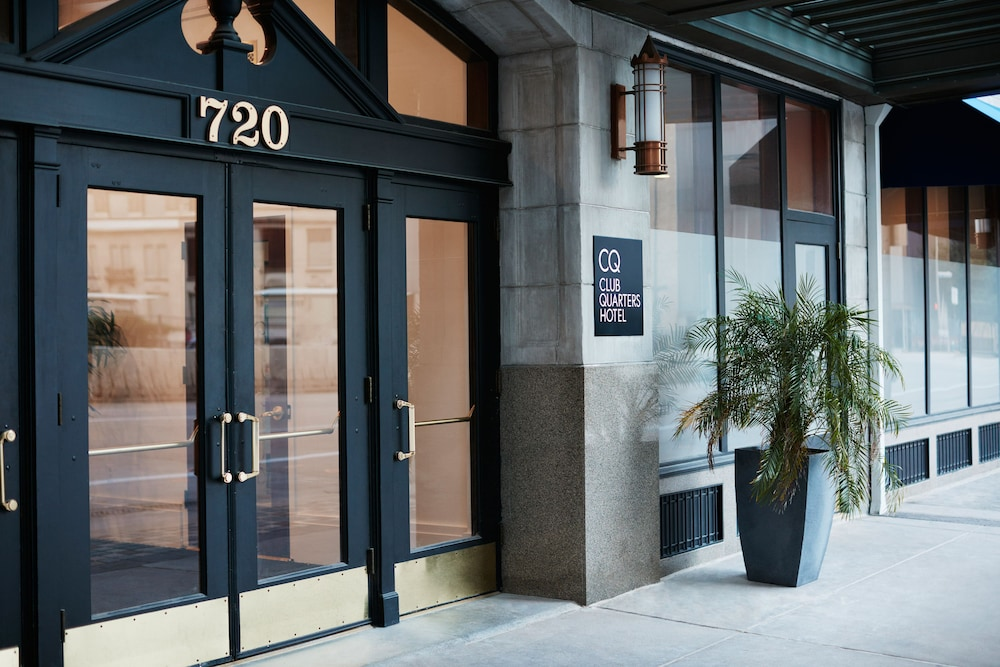 Property Entrance, Club Quarters Hotel in Houston
