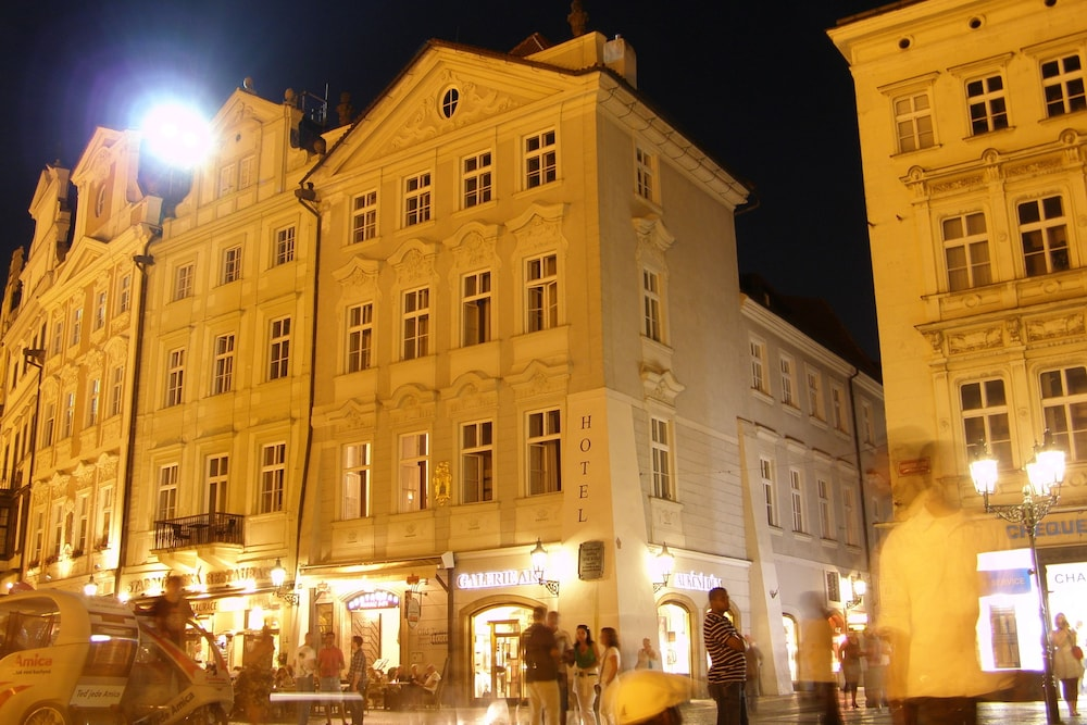 Old town square hotel reviews photos rates for Hotels in prague old town