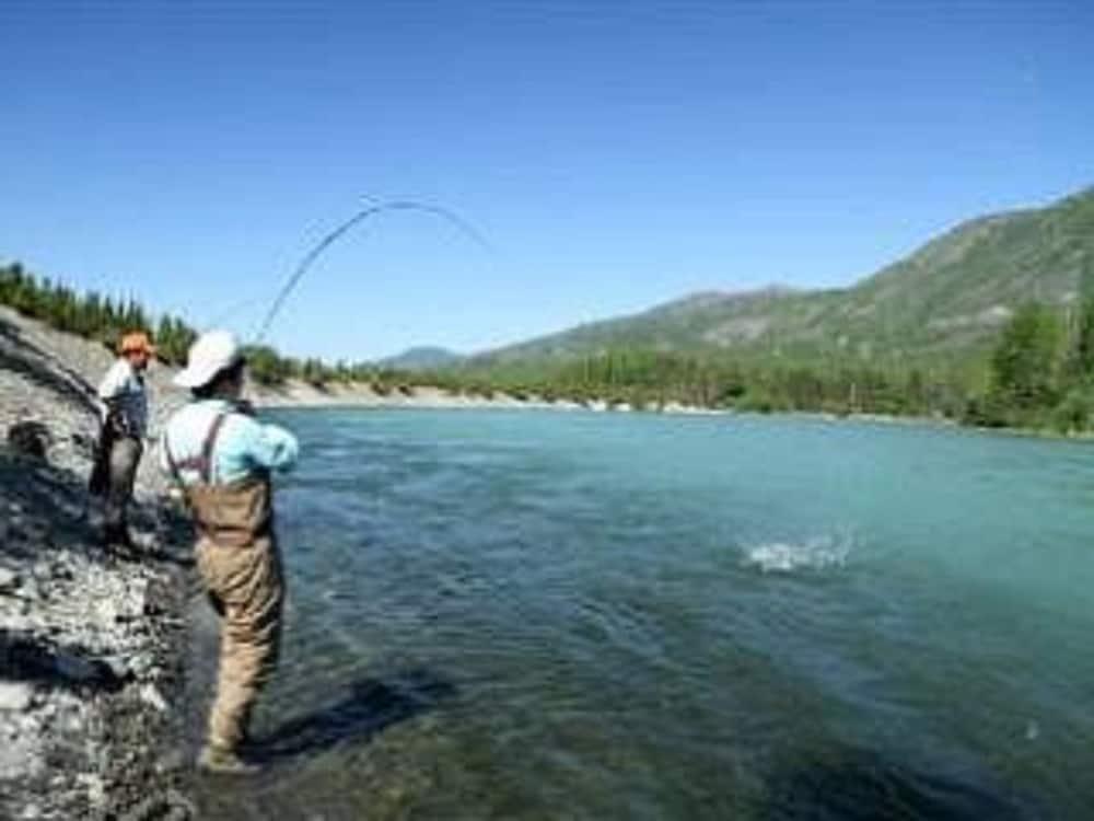 Soldotna alaska fishing lodge 2017 room prices deals for Alaska fishing lodge