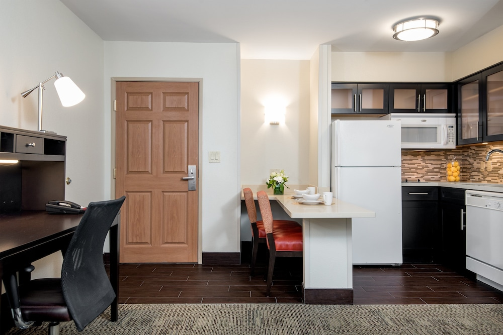 Private Kitchen, Staybridge Suites Chantilly - Dulles Airport