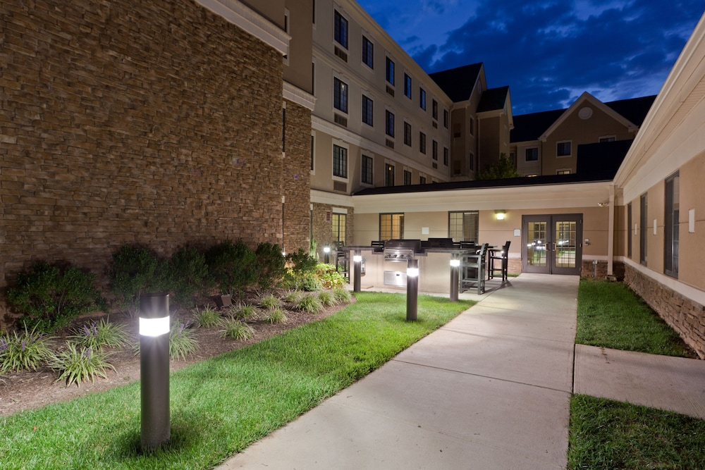 Property Grounds, Staybridge Suites Chantilly - Dulles Airport