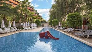 Piscine couverte, 3 piscines extérieures