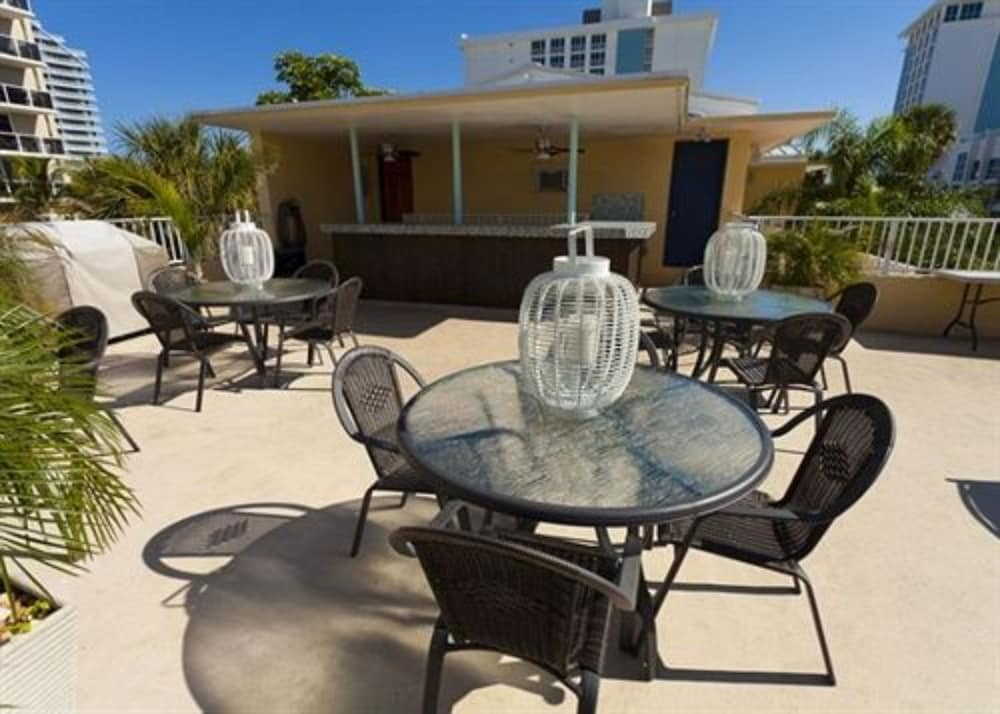 Outdoor Dining, La Casa Del Mar