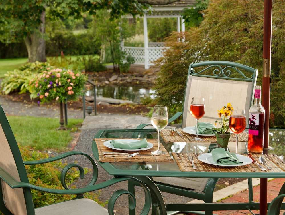 Outdoor Dining, The Inn At Turkey Hill