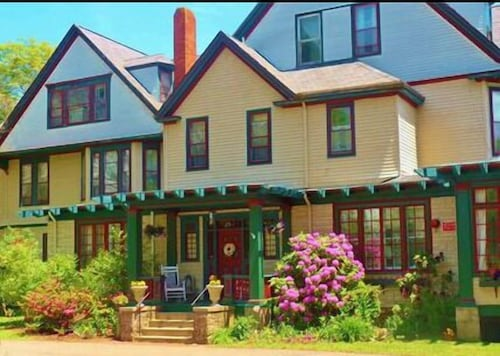Check Expedia for Availability of Eden Manor