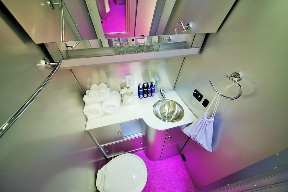 Bathroom Amenities, Metro Hotel and Cafe