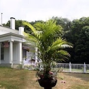 House of 1833 Bed & Breakfast & Gardens