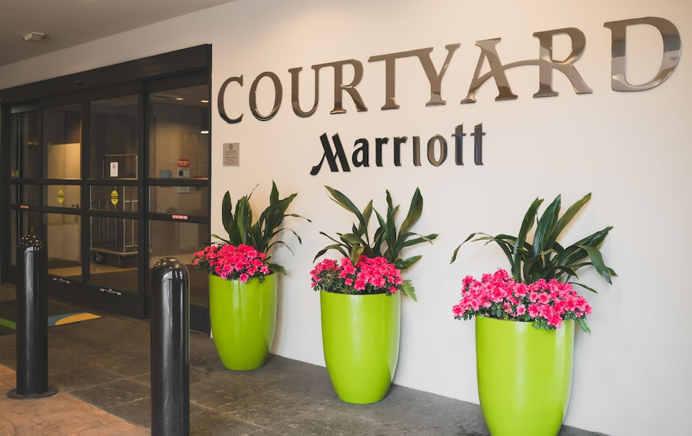 Property Entrance, Courtyard by Marriott Seattle Bellevue/Downtown