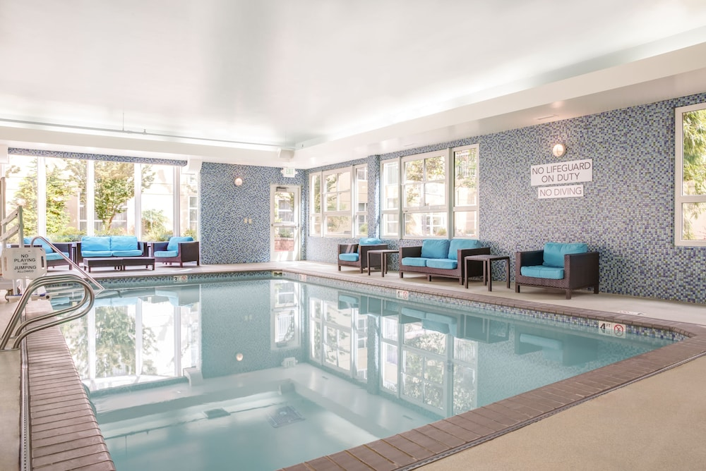 Indoor Pool, Courtyard by Marriott Seattle Bellevue/Downtown