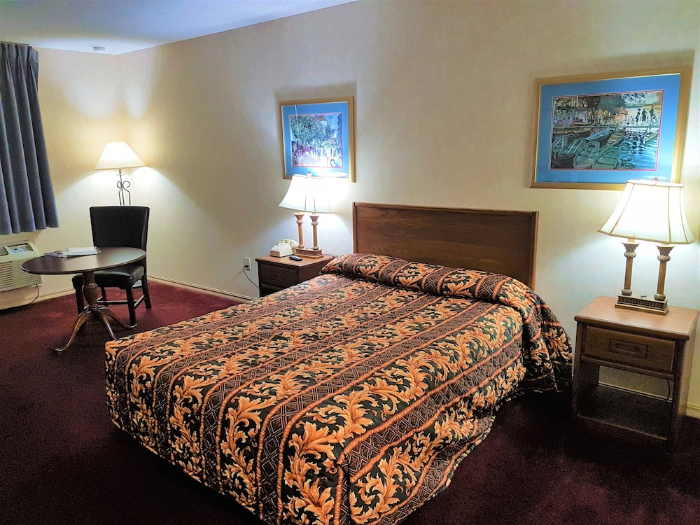 Room, Swiss Village Inn