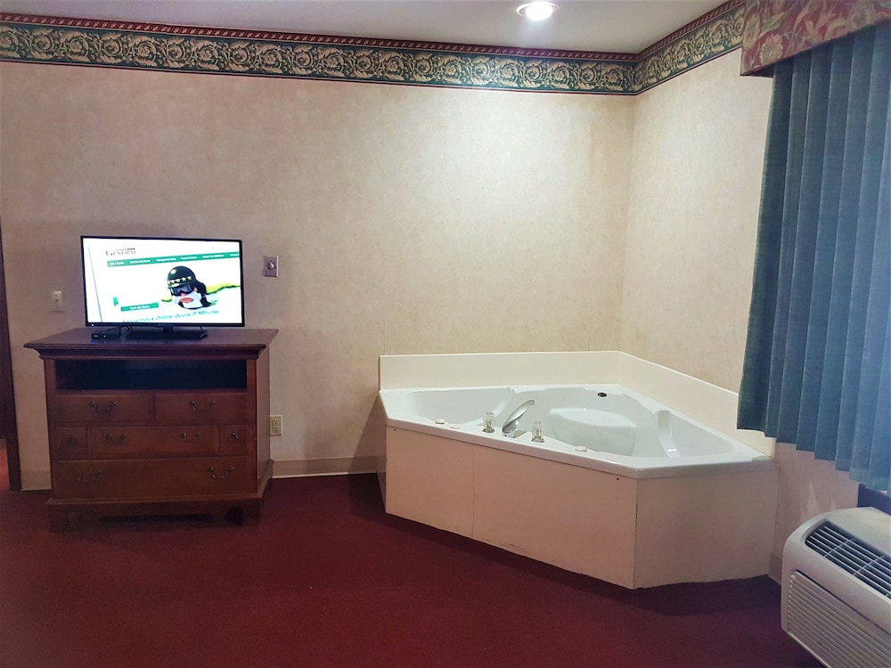 Private Spa Tub, Swiss Village Inn