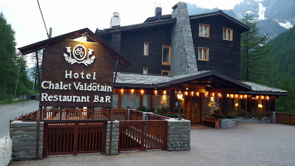 Front of Property - Evening/Night, Hotel Chalet Valdotain