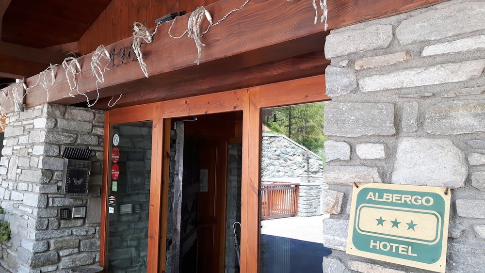 Interior Entrance, Hotel Chalet Valdotain