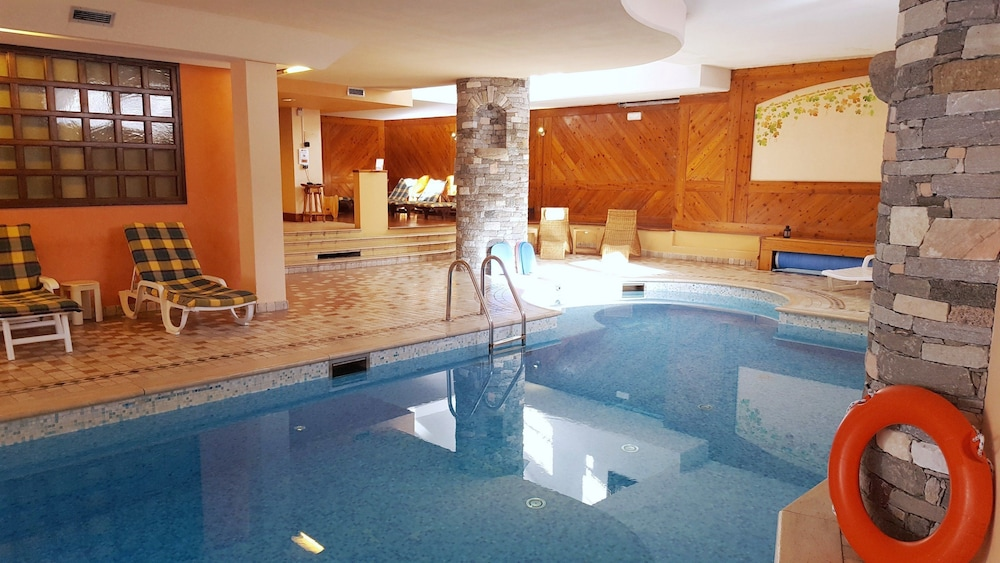 Indoor Pool, Hotel Chalet Valdotain