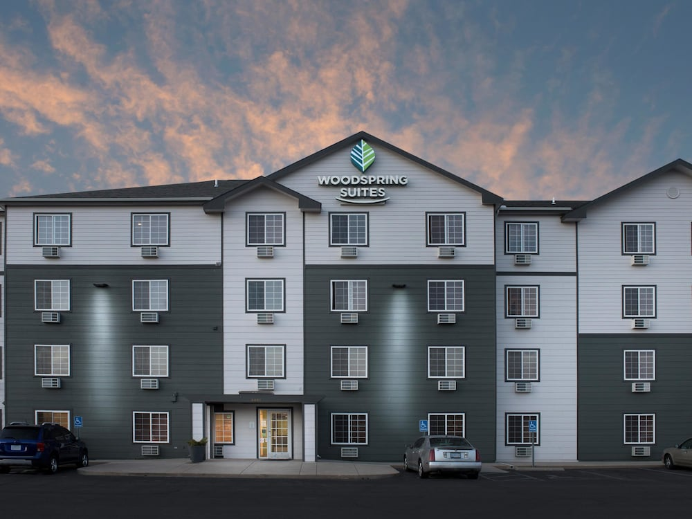 Front of Property - Evening/Night, WoodSpring Suites Wichita North