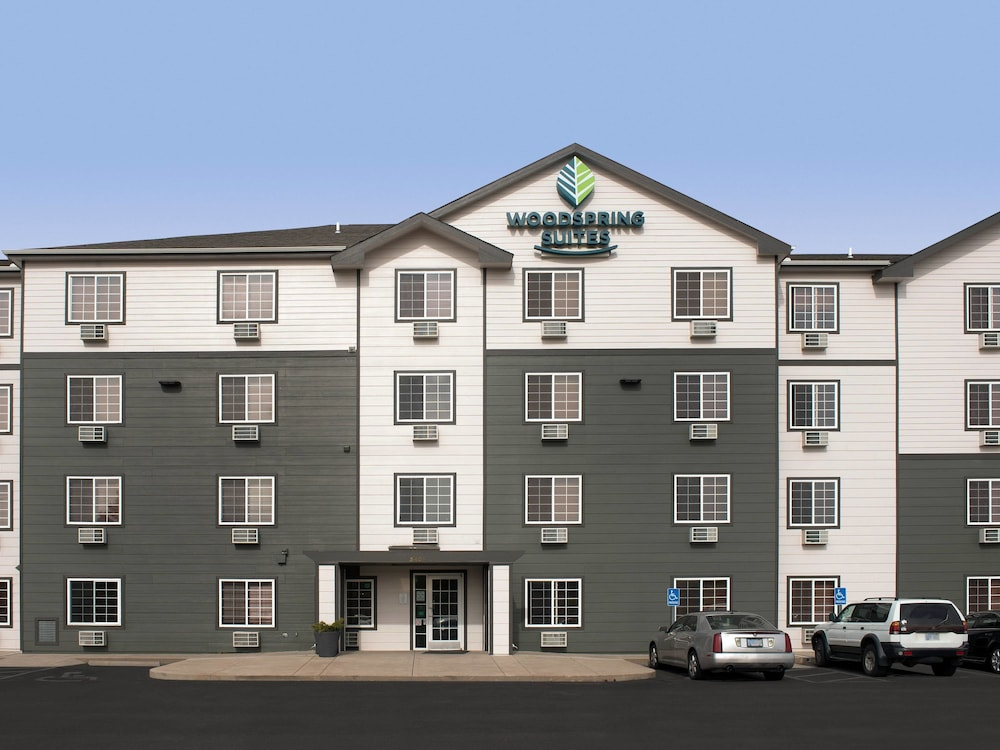 Property Entrance, WoodSpring Suites Wichita North