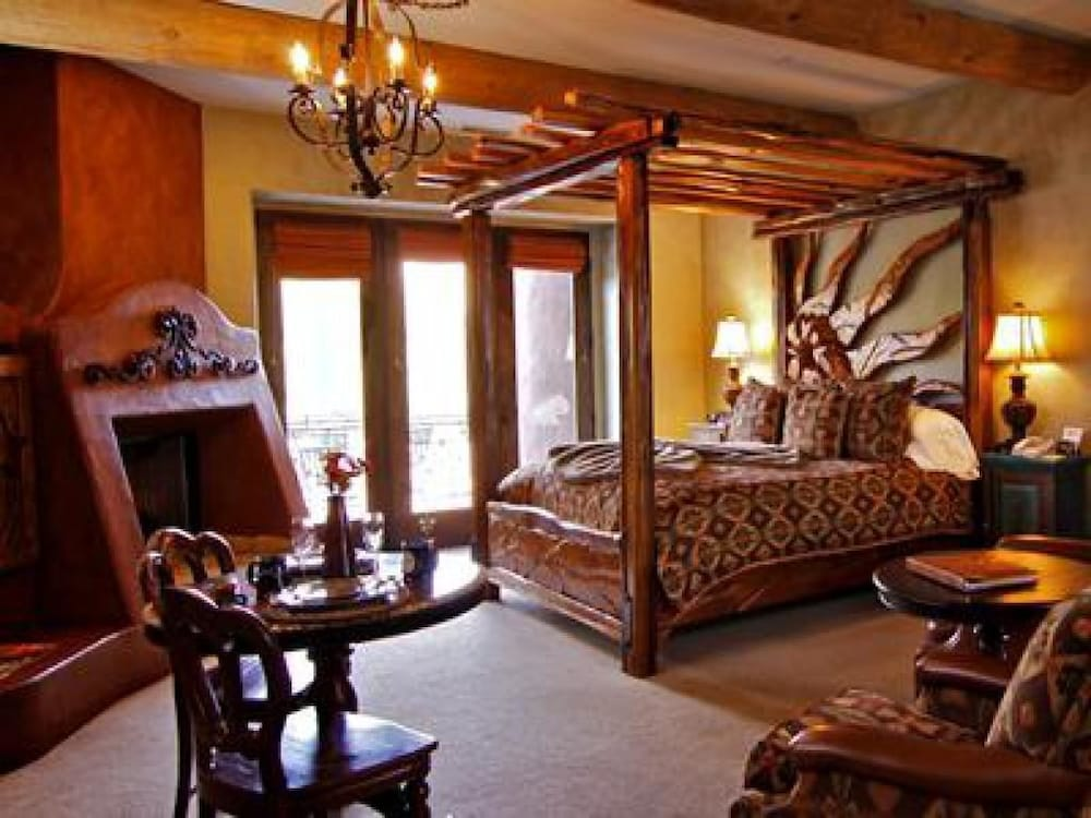 Room, Adobe Grand Villas