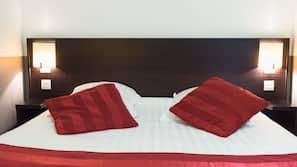 Biancheria da letto di alta qualità, una scrivania, postazione laptop