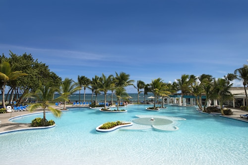 Coconut Bay Beach Resort & Spa All Inclusive