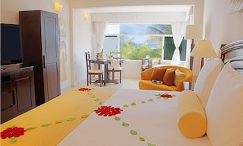 Junior Suite, 1 King Bed, Jetted Tub, Oceanfront - Guestroom