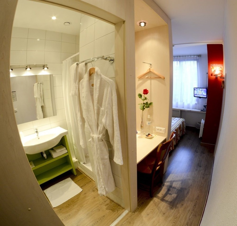 Bathroom, Hôtel Diamant