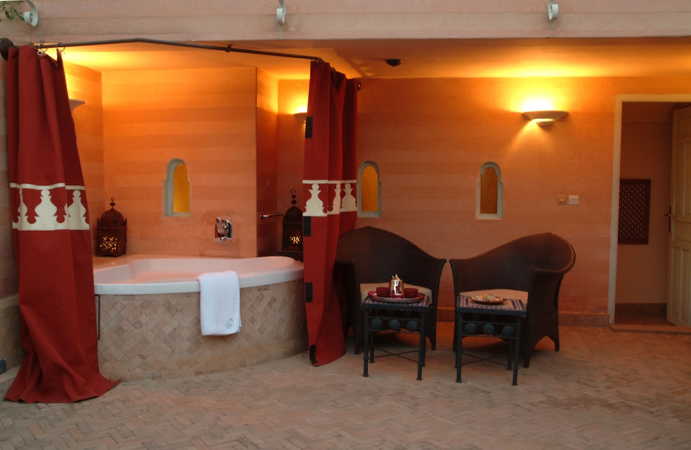Deep Soaking Bathtub, La Maison Arabe Hotel, Spa and Cooking Workshops