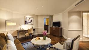 高級寢具、房內夾萬、書桌、手提電腦工作空間