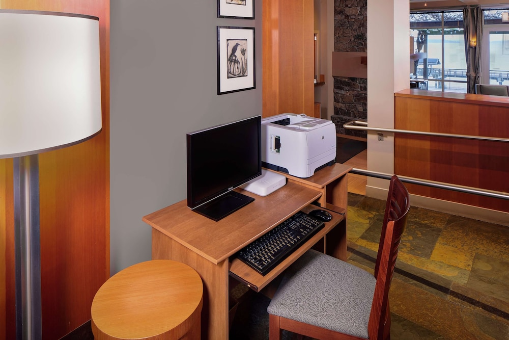 Business Center, Chrysalis Inn & Spa Bellingham, Curio Collection by Hilton
