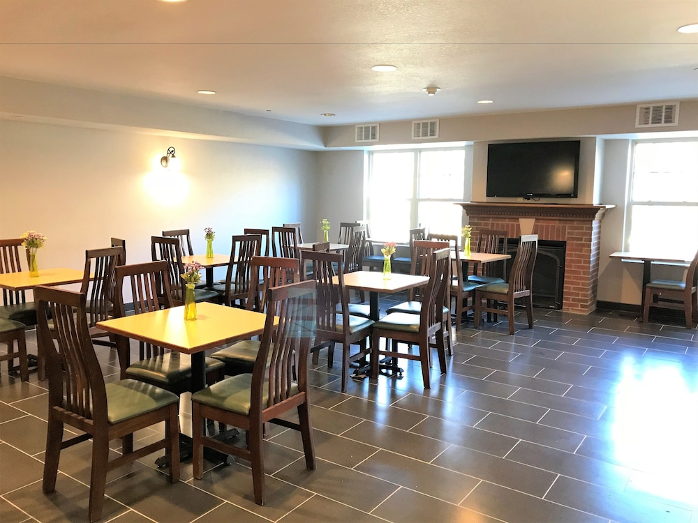 Breakfast Area, Country Inn & Suites by Radisson, Zion, IL