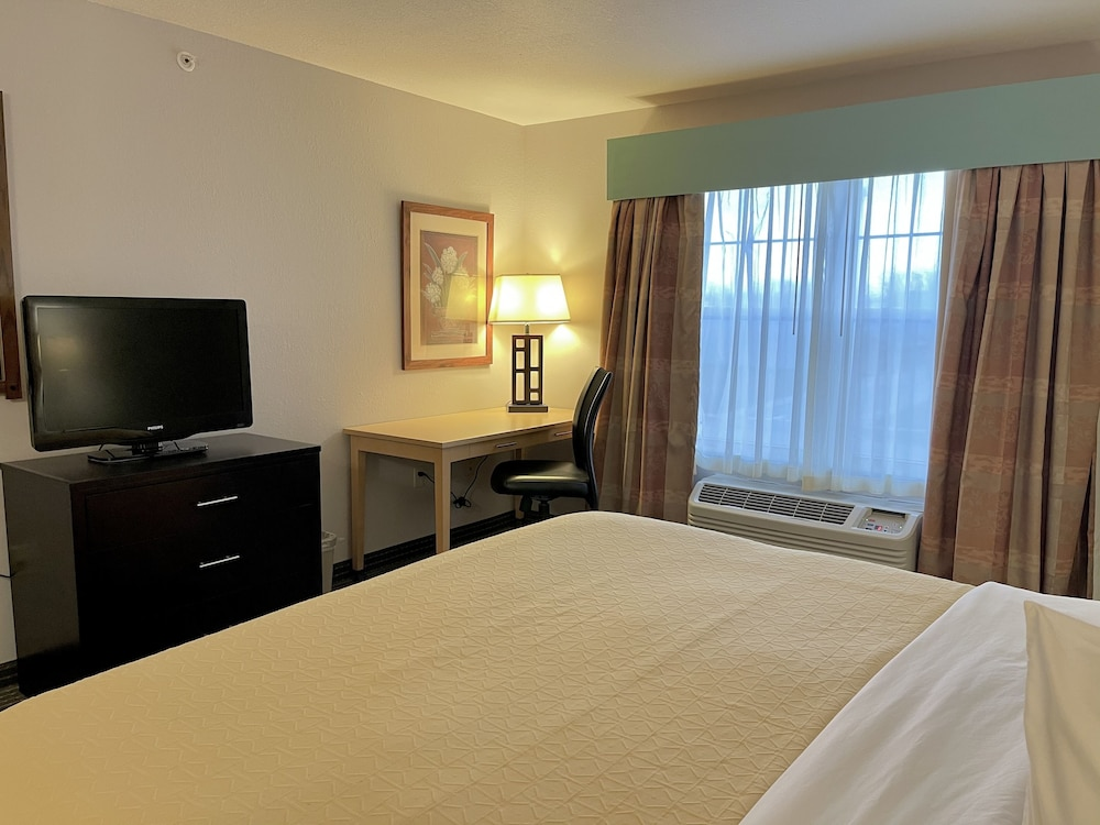 Room, Country Inn & Suites by Radisson, Zion, IL