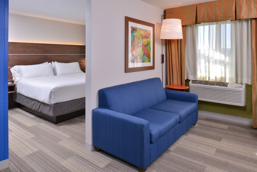Room, Holiday Inn Express and Suites Stevens Point