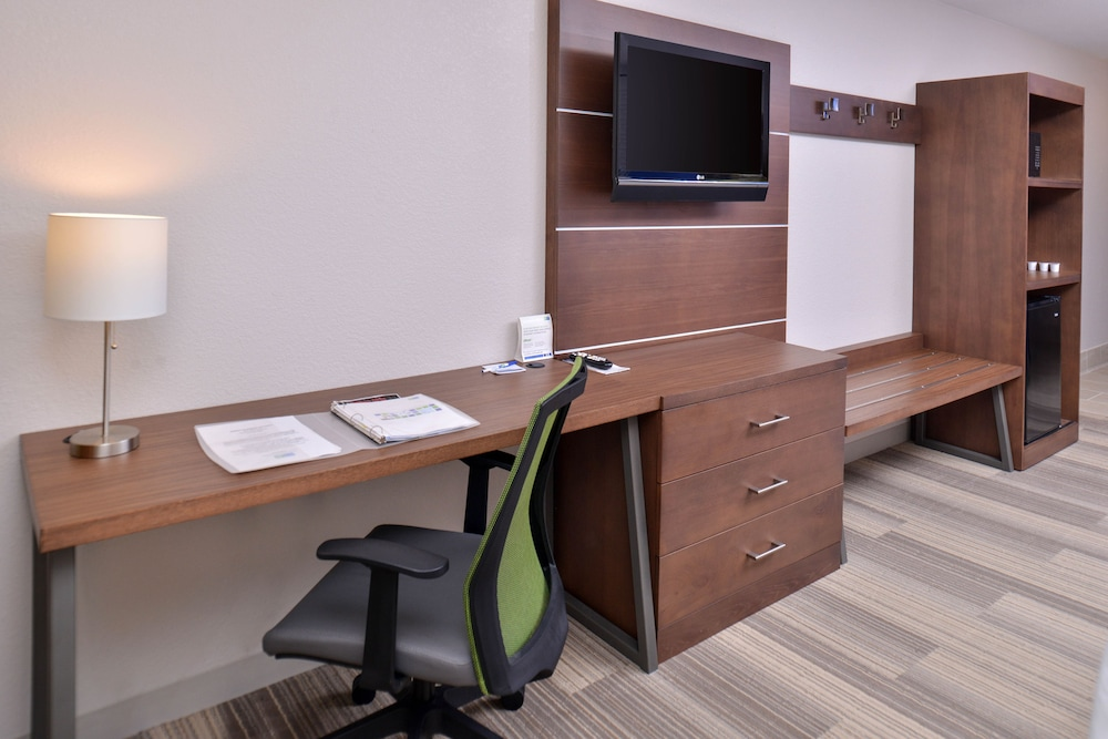 Room Amenity, Holiday Inn Express and Suites Stevens Point