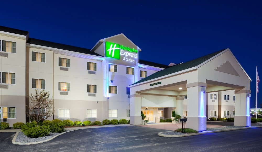 Exterior, Holiday Inn Express and Suites Stevens Point