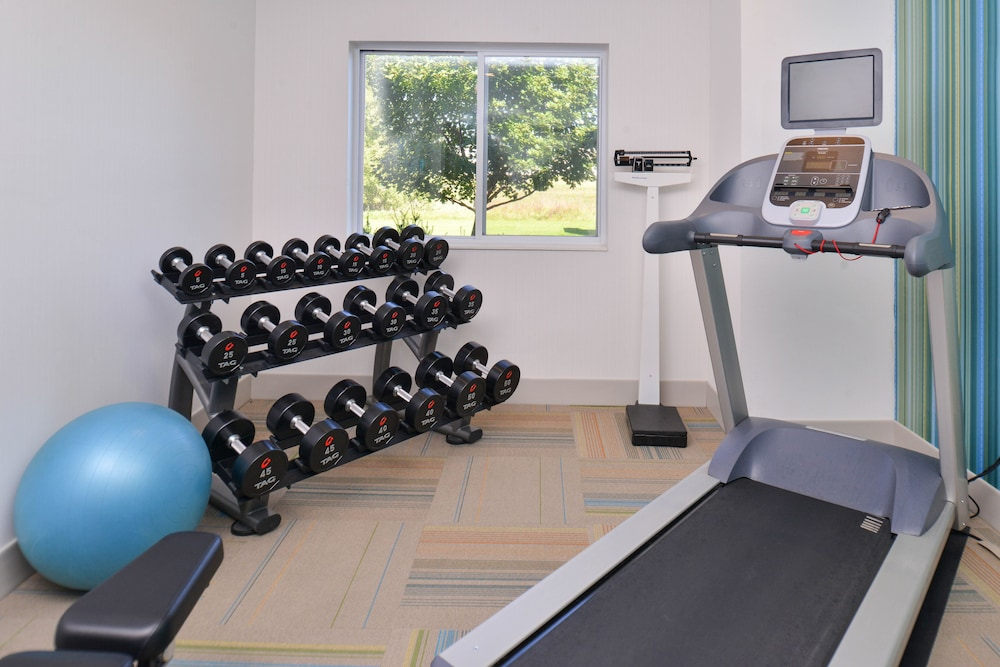 Fitness Facility, Holiday Inn Express and Suites Stevens Point