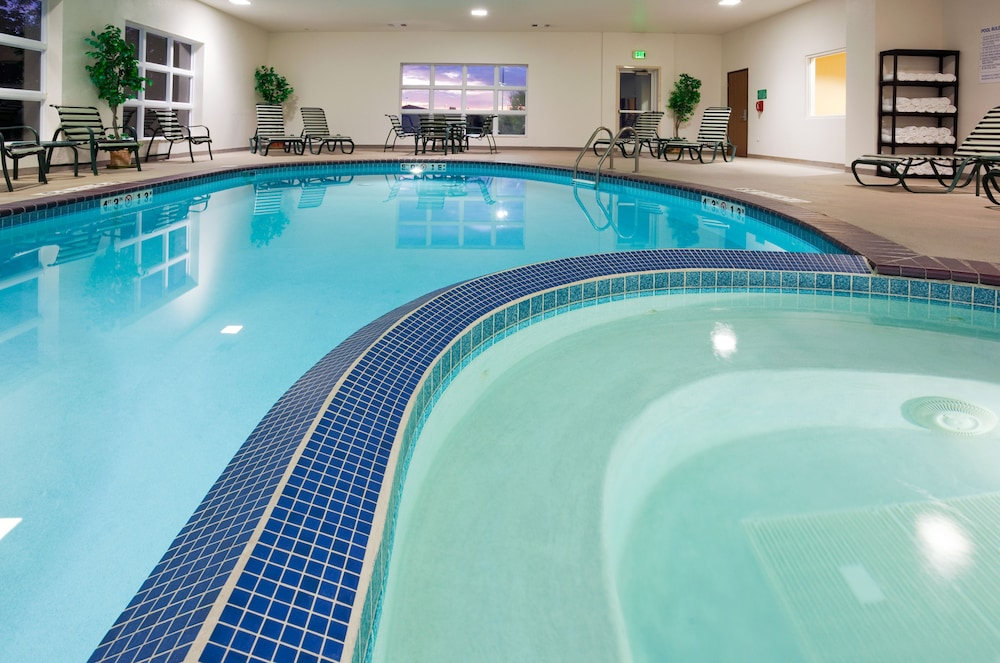 Pool, Holiday Inn Express and Suites Stevens Point