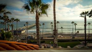 在海滩、沙滩毛巾