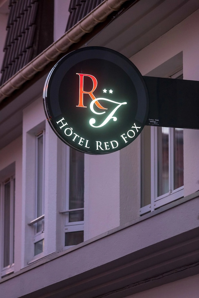 Front of Property - Evening/Night, Hôtel Red Fox