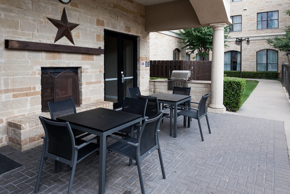 BBQ/Picnic Area, Residence Inn by Marriott Fort Worth Cultural District