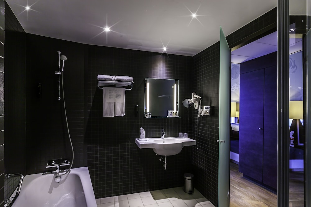 Dutch design hotel artemis reviews photos rates for Design hotel amsterdam