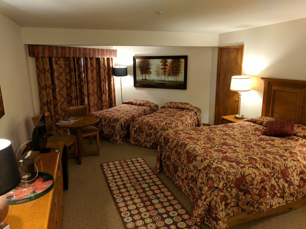 Room, Greenbrier Inn