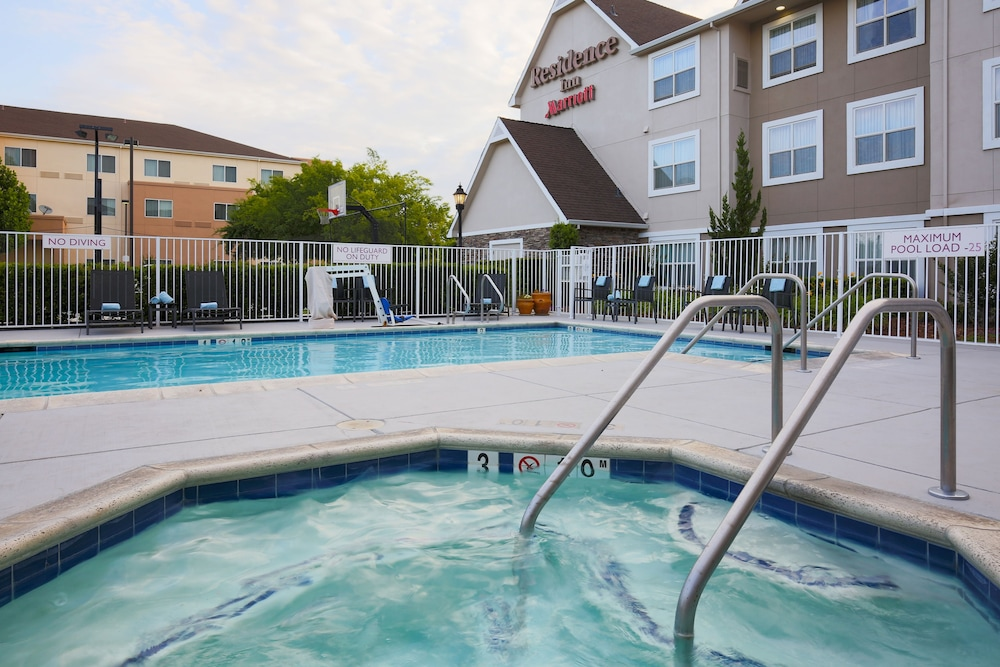Outdoor Pool, Residence Inn by Marriott Chico
