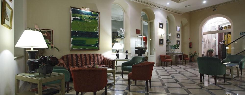 Zona de estar en el vestíbulo casa romana hotel boutique