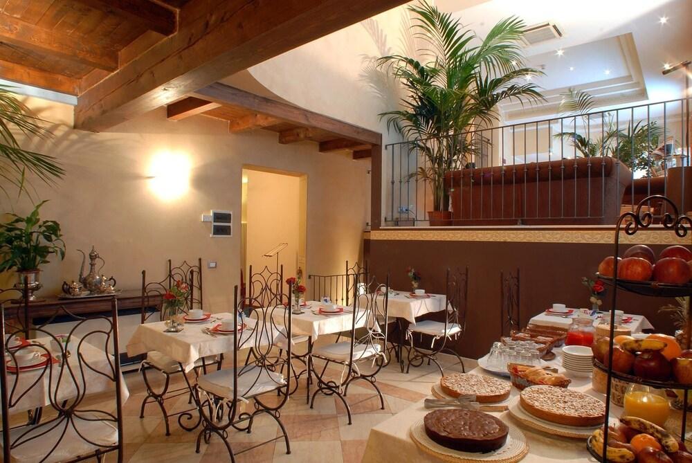 book hotel del borgo bologna hotel deals