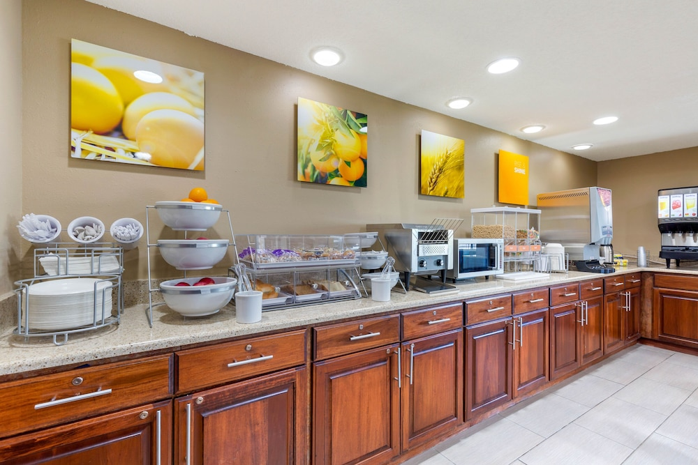 Breakfast buffet, Comfort Inn & Suites