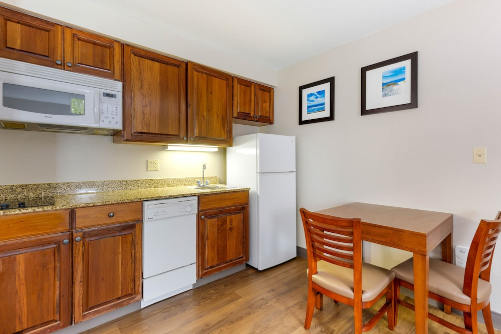 Private Kitchenette, Comfort Inn & Suites