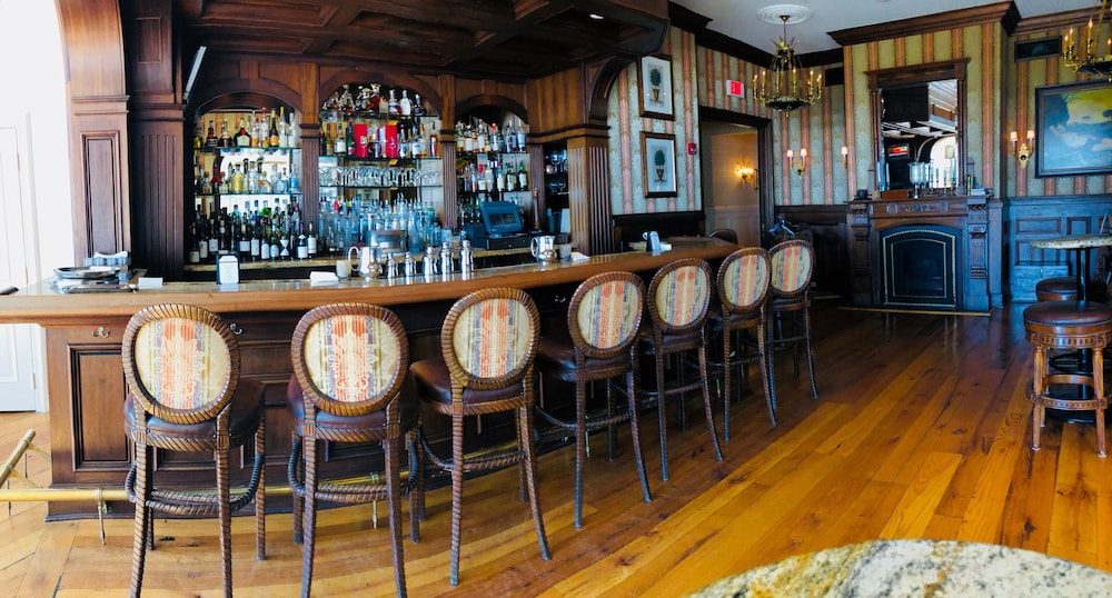 Bar, The Chanler at Cliff Walk