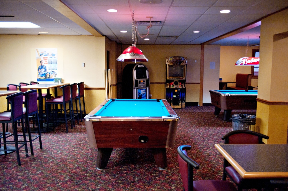 Billiards, Quality Inn & Suites Conference Center and Water Park