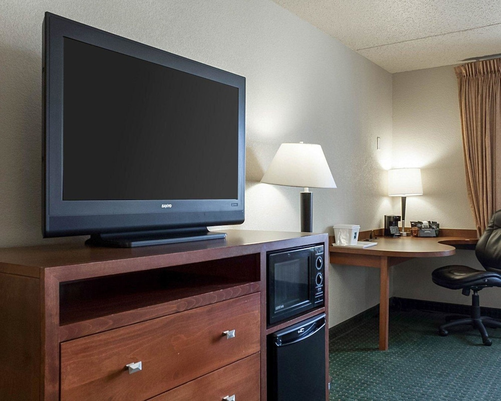 Room, Quality Inn & Suites Conference Center and Water Park