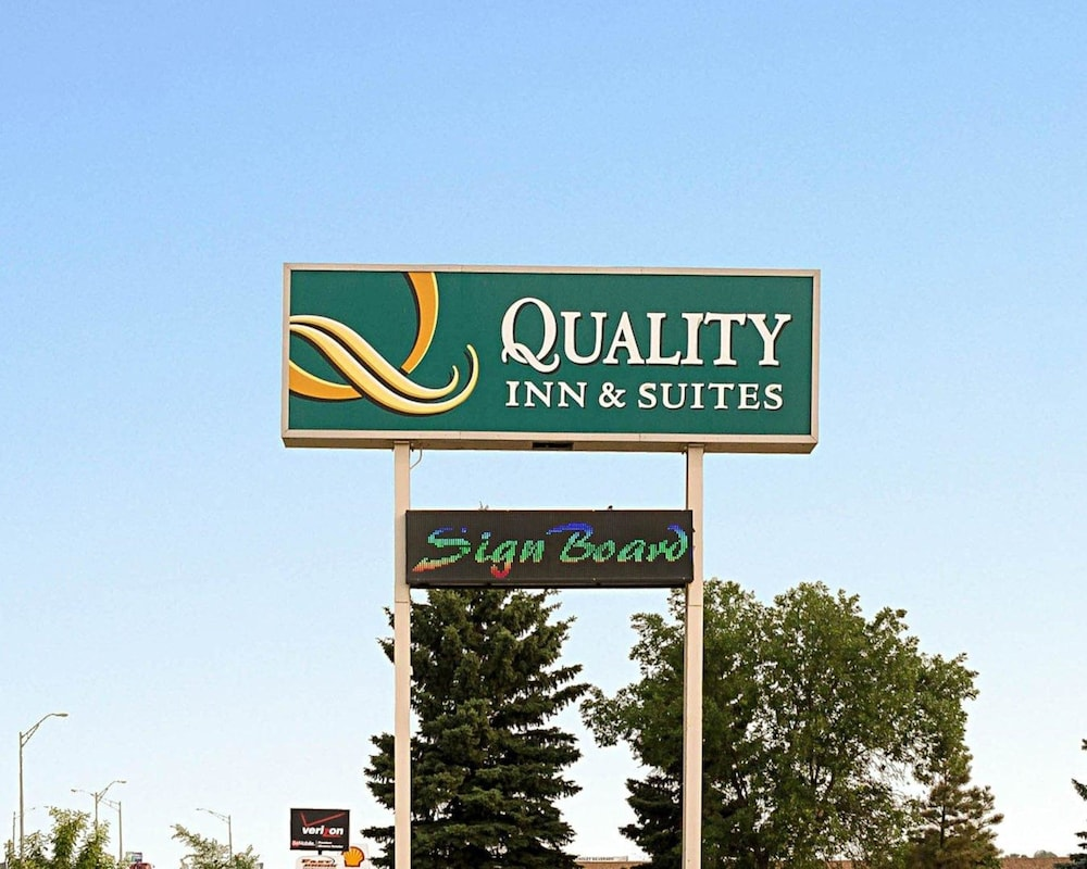 Exterior, Quality Inn & Suites Conference Center and Water Park